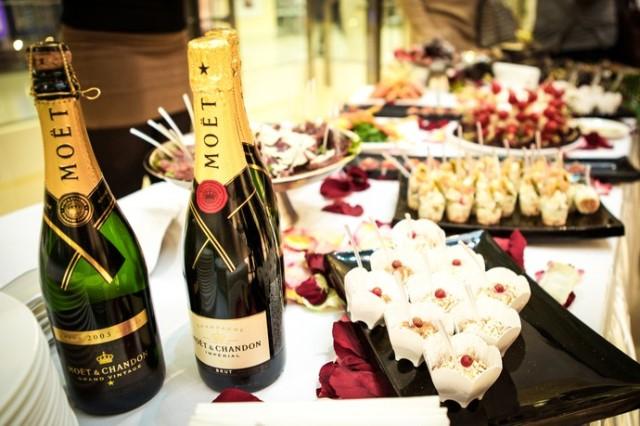 Застолье и шампанское