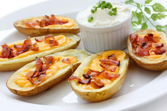 Картофельные лодочки с ветчиной и сыром
