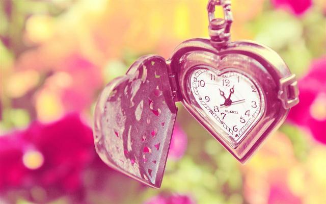 Часики в виде сердечка