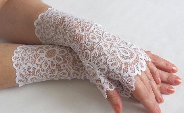 Кружевной платок или перчатки