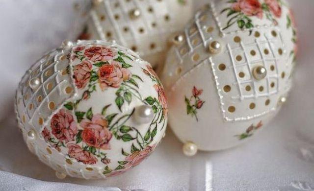 ff42c85193b103d7a114b234eaf43820 Декупаж пасхальных яиц (38 фото): мастер-класс по декорированию деревянных яиц салфетками в технике декупаж