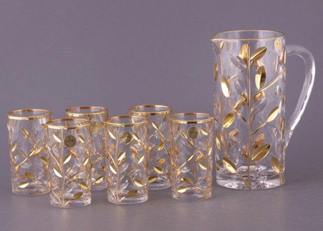 Хрустальный кувшин со стаканами