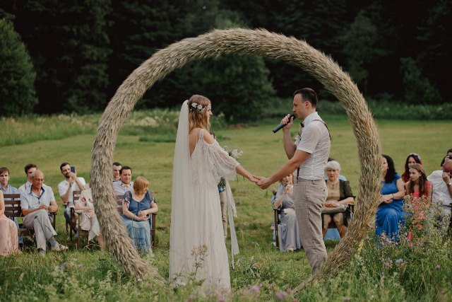 Свадьба в деревне летом