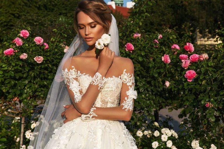 Цветные и необычные свадебные платья сезона 2019