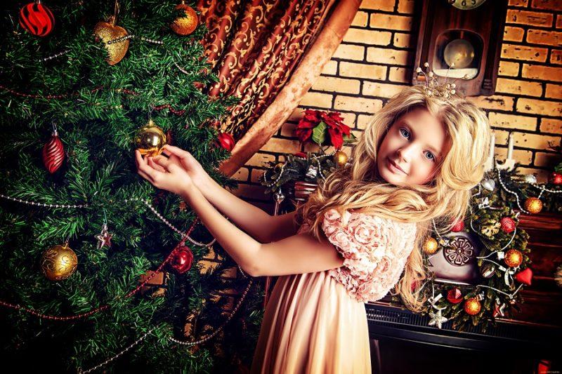 как красиво сфотографироваться у елки дома качестве